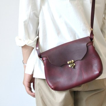 FERNAND LEATHER(フェルナンド・レザー) Horizontal  Latch Pouch M -BURGUNDY-