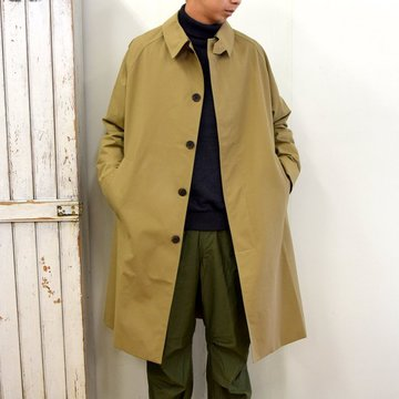 STUDIO NICHOLSON(スタジオニコルソン)/ TECHNICAL COTTON RAGLAN MID LENGTH MAC ‐ALMOND‐