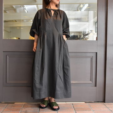 TENNE HANDCRAFTED MODERN(テン ハンドクラフテッドモダン) ROUND TUCK ONE-PIECE #0020